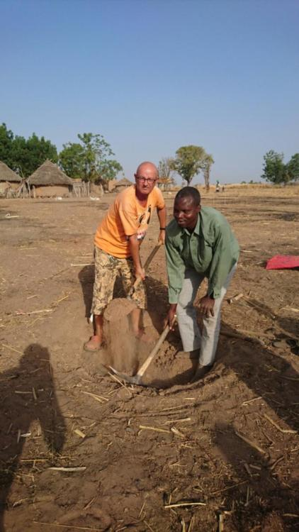 The first shovel for a waterwell in the village of Tintele